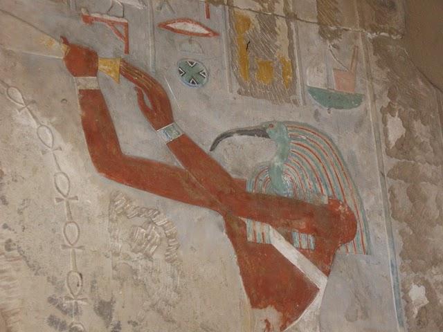 THOTH ou TOT: É o deus da escrita e da sabedoria. Os egípcios acreditavam que Thoth tinha criado os Hieróglifos. Thoth era também conhecedor da […]
