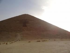 Pirâmide Vermelha construída durante o reinado de Snefru - Acervo pessoal.
