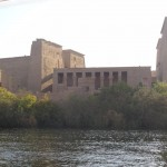 Nilo visto de uma embarcação (ao fundo: templo de Philae) - Acervo pessoal.