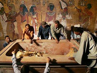 Oitenta e nove anos após a descoberta da tumba de Tutankhamon, o faraó menino tornou-se vítima de sua própria fama. Sua tumba será fechada para […]