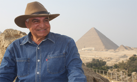 Nos meus primeiros anos, eu estava sentado um dia na varanda do Hotel Sheikh Ali Abdel Rassoul Hotel na margem oeste de Luxor. Ao meu […]