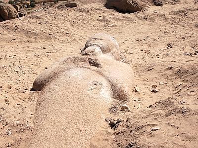 Arqueólogos frustraram uma tentativa de ladrões de roubar uma estátua do faraó egípcio Ramsés II, que governou a mais de 3.000 anos atrás. Os ladrões […]
