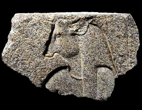 De voltadeumasala deleilões em Londres,o Egitoconseguiu recuperar uma relíquia de granito, queéumapartedeumagrande cenada 30ª dinastia do templode Isisem Bahbit Al hegara, Delta(conhecida como IseumouIsaeum). Orelevoapresentauma […]