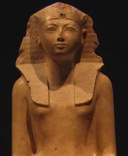 Pesquisadores alemães descobriram uma substância cancerígena em um frasco que acreditam ter pertencido à rainha Hatshepsut, que governou o Egito há 3.500 anos atrás, levantando […]