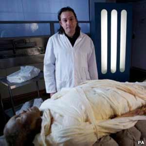 Um ex-motorista de táxi britânico se tornou a primeira pessoa em 3 mil anos a ser mumificada com as mesmas técnicas usadas no Egito antigo.Alan […]