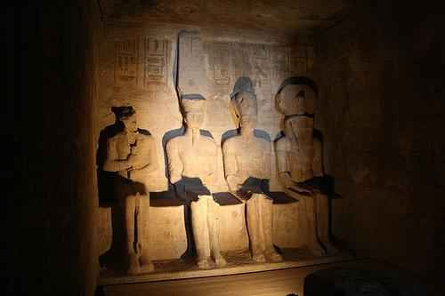 O templo de Abu Simbel construído no reinado do faraó Ramsés II, proporciona a entrada do sol em dois dias do ano: 22 de Fevereiro […]