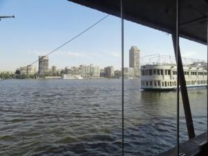Restaurante as margens do rio Nilo..
