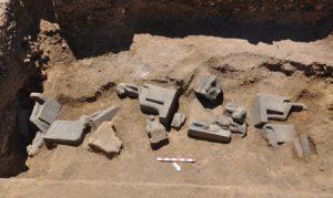 Estátuas da deusa Sekhmet - Acessado em 03 de março de 2013 de http://english.ahram.org.eg/NewsContent/9/40/66628/Heritage/Ancient-Egypt/More-Sekhmet-statues-unearthed-at-Amenhotep-IIIs-t.aspx