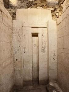A tumba possui uma altura de quatro metros, sendo que seus muros são de pedra caliça Foto: EFE