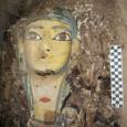 O Ministro de Antiguidades anunciou uma nova descoberta de uma câmara funerária intacta. A câmara continha 9 sarcófagos com múmias do Período Tardio (650-525 a.C) […]
